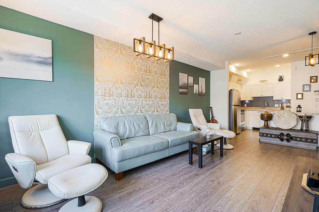 """Main Photo: 309 20281 53A Avenue in Langley: Langley City Condo for sale in """"Gibbons Layne"""" : MLS®# R2576909"""
