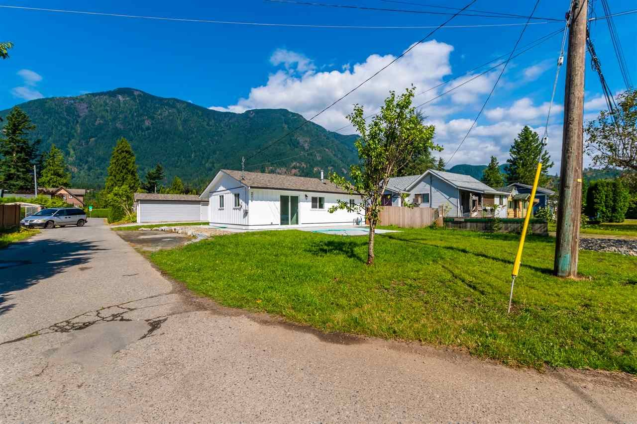 Main Photo: 274 CARIBOO Avenue in Hope: Hope Center House for sale : MLS®# R2486567