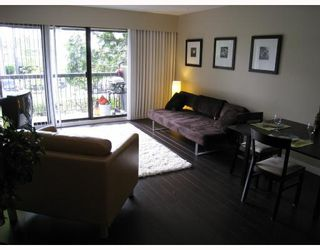 "Photo 3: 204 2777 OAK Street in Vancouver: Fairview VW Condo for sale in ""TWELVE OAKS"" (Vancouver West)  : MLS®# V710371"