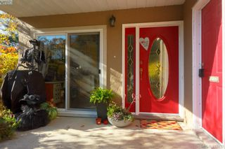 Photo 2: 3 1740 Knight Ave in VICTORIA: SE Mt Tolmie Row/Townhouse for sale (Saanich East)  : MLS®# 828137