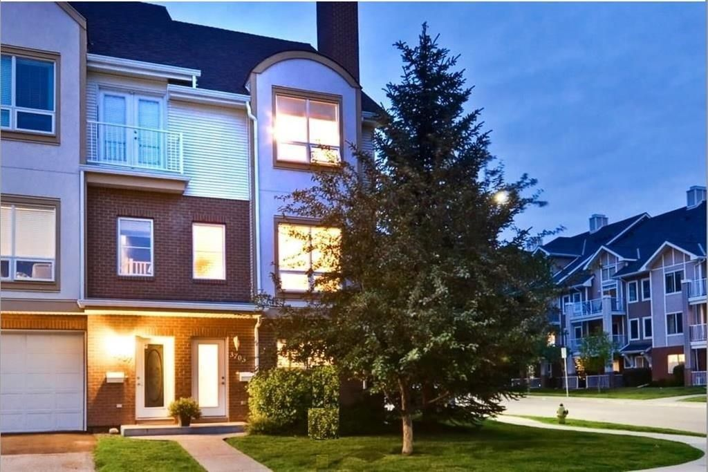 Main Photo: 3703 17 Street SW in Calgary: Altadore Row/Townhouse for sale : MLS®# C4265282