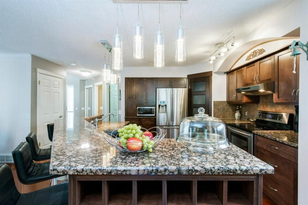 Photo 6: Photos: 10 MT BREWSTER Circle SE in Calgary: McKenzie Lake Detached for sale : MLS®# A1025122