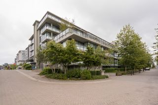 """Photo 1: 614 9009 CORNERSTONE Mews in Burnaby: Simon Fraser Univer. Condo for sale in """"THE HUB"""" (Burnaby North)  : MLS®# R2386947"""