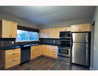 Photo 3: 46 HEALY Drive SW in CALGARY: Haysboro Residential Detached Single Family for sale (Calgary)  : MLS®# C3388908