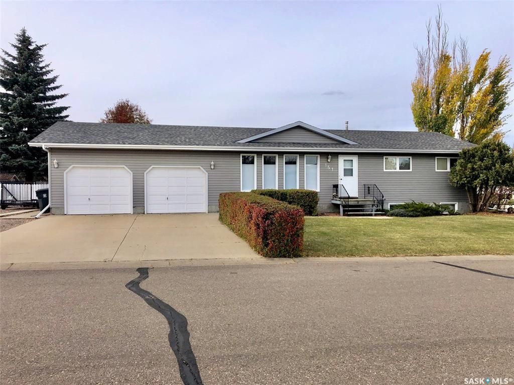 Main Photo: 161 Janet Place in Battleford: Residential for sale : MLS®# SK830498