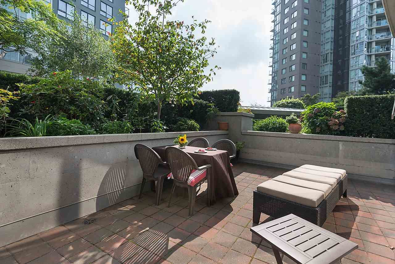 Photo 12: Photos: 101 550 PACIFIC STREET in Vancouver: Yaletown Condo for sale (Vancouver West)  : MLS®# R2135821