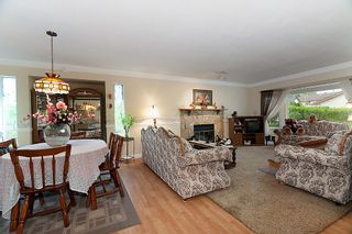 Photo 3: 23426 Dewdney Trunk Road in Maple Ridge: Home for sale : MLS®# V902328