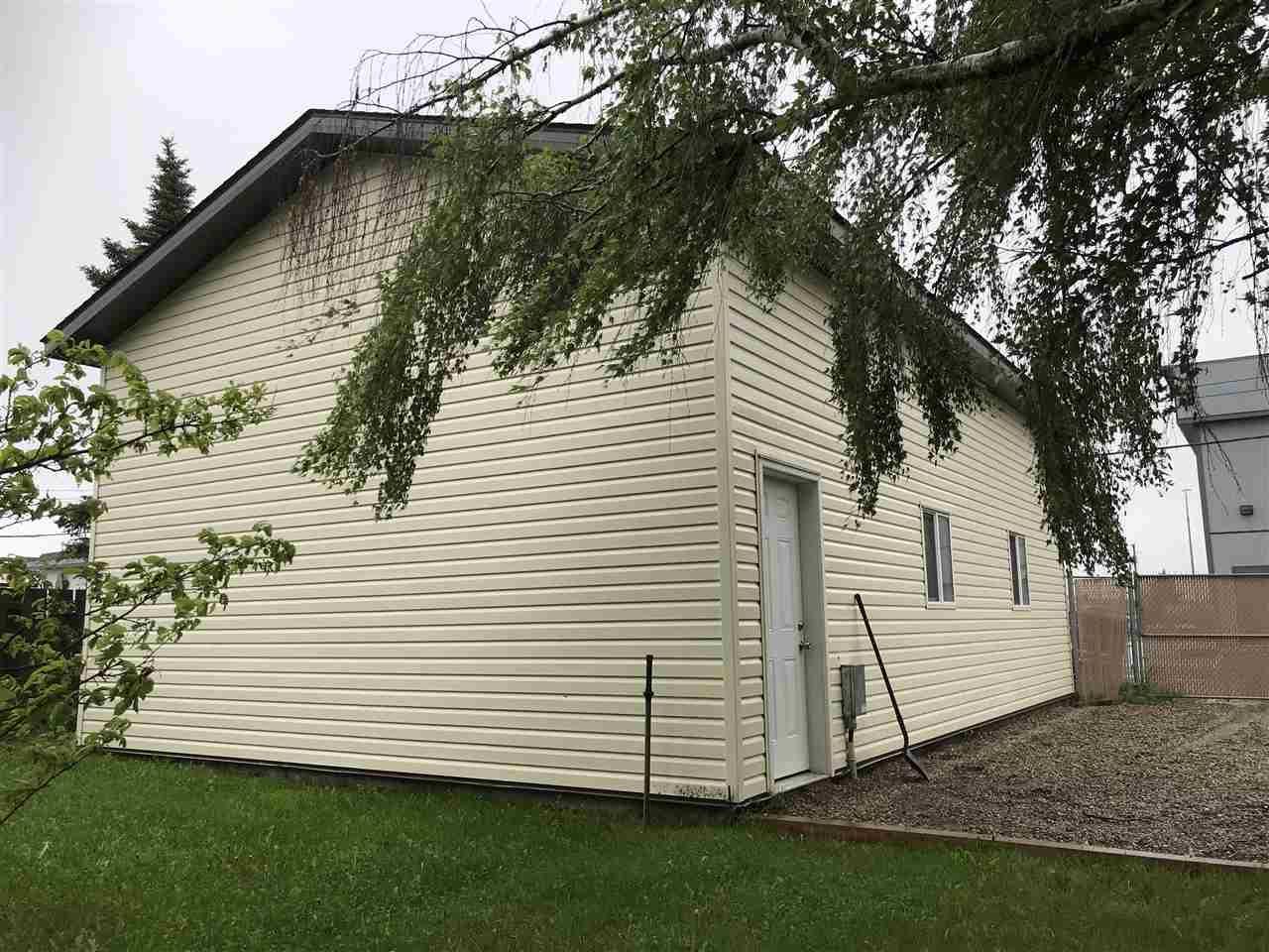 Photo 2: Photos: 9107 101 Avenue in Fort St. John: Fort St. John - City NE House for sale (Fort St. John (Zone 60))  : MLS®# R2465805