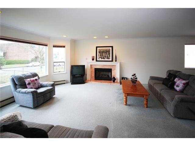 Photo 2: Photos: 2933 GRAVELEY Street in Vancouver: Renfrew VE House for sale (Vancouver East)  : MLS®# V993661