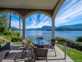 Photo 3: 6560 N GALE Avenue in Sechelt: Sechelt District House for sale (Sunshine Coast)  : MLS®# R2541761