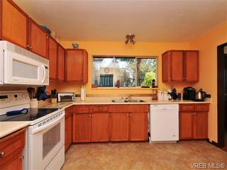 Photo 7: 3941 Leeds Crt in VICTORIA: SE Quadra House for sale (Saanich East)  : MLS®# 681188