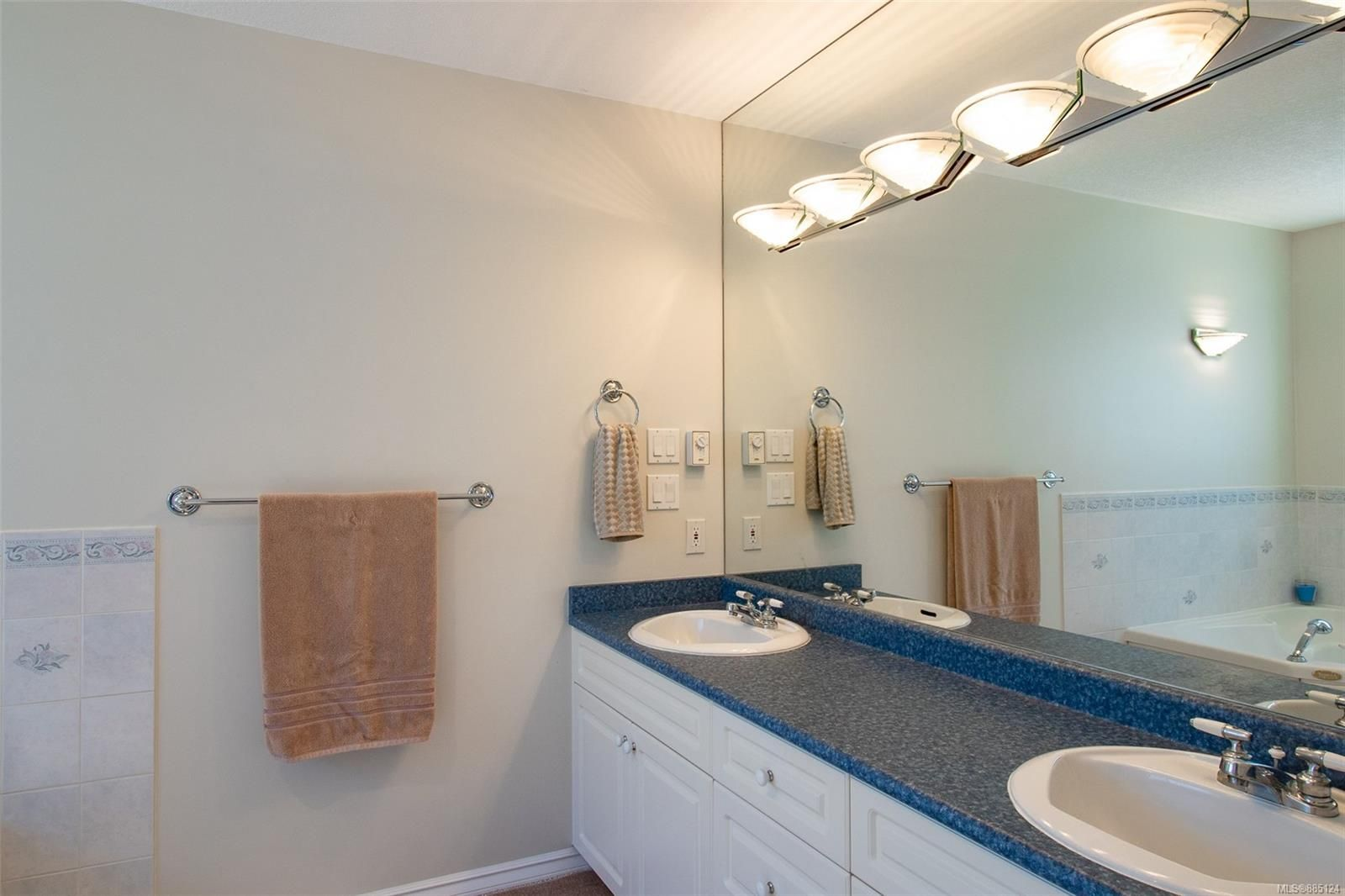 Photo 11: Photos: 1705 Admiral Tryon Blvd in : PQ French Creek House for sale (Parksville/Qualicum)  : MLS®# 885124