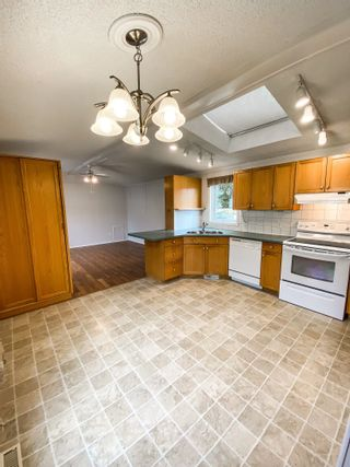 Photo 8: 106 2500 GRANT Road in Prince George: Hart Highway Manufactured Home for sale (PG City North (Zone 73))  : MLS®# R2622359