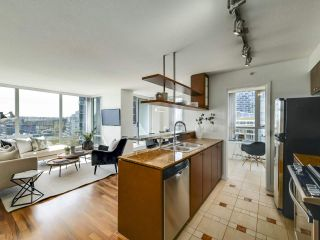 """Photo 8: 902 1495 RICHARDS Street in Vancouver: Yaletown Condo for sale in """"AZURA II"""" (Vancouver West)  : MLS®# R2570710"""