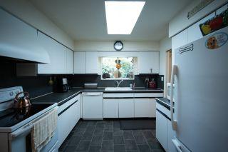 Photo 5: 10696 SANTA MONICA Drive in Delta: Nordel House for sale (N. Delta)  : MLS®# R2425540