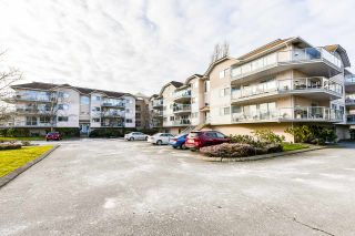 """Photo 2: 109 5419 201A Street in Langley: Langley City Condo for sale in """"VISTA GARDENS"""" : MLS®# R2538468"""