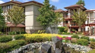 """Photo 1: 107 16421 64 Avenue in Surrey: Cloverdale BC Condo for sale in """"St. Andrews"""" (Cloverdale)  : MLS®# R2458467"""