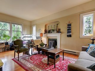 Photo 2: 1000 Carberry Gdns in : Vi Rockland Full Duplex for sale (Victoria)  : MLS®# 874324