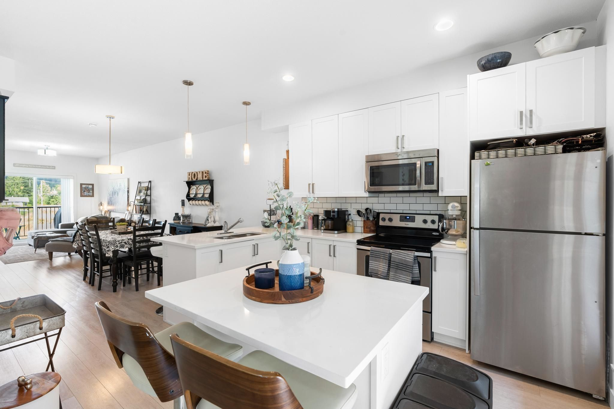 """Main Photo: 702 32789 BURTON Avenue in Mission: Mission BC Townhouse for sale in """"SILVERCREEK TOWNHOMES"""" : MLS®# R2618038"""