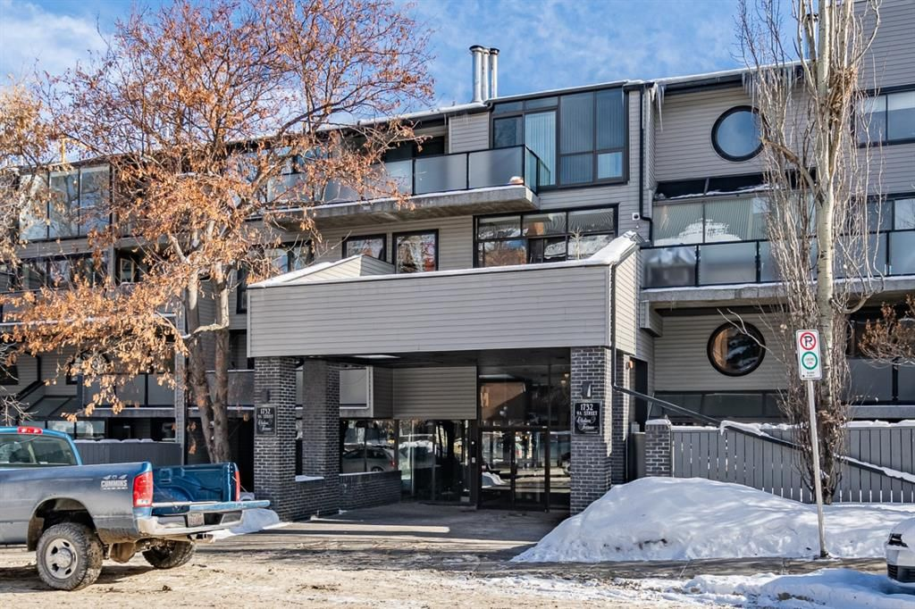 Welcome to Chelsea Terrace. Amazing Lower Mount Royal location! Steps to 17th ave.