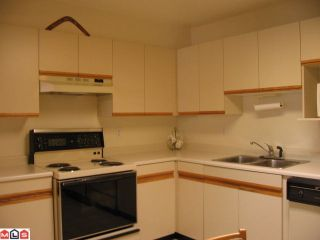 Photo 4: 203 15338 18TH Avenue in Surrey: King George Corridor Condo for sale (South Surrey White Rock)  : MLS®# F1027192