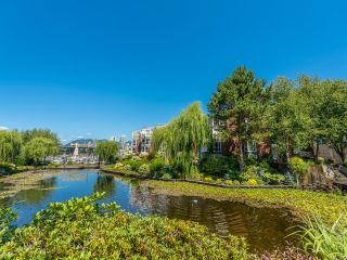 """Photo 45: 307 1502 ISLAND PARK Walk in Vancouver: False Creek Condo for sale in """"The Lagoons"""" (Vancouver West)  : MLS®# R2606940"""