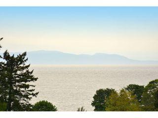 "Photo 15: 952 STEVENS Street: White Rock House for sale in ""White Rock Hillside"" (South Surrey White Rock)  : MLS®# F1440900"