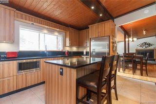 Photo 8: 860 Beckwith Ave in VICTORIA: SE Lake Hill House for sale (Saanich East)  : MLS®# 797907