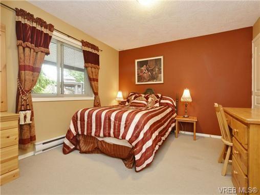 Photo 18: Photos: 1629 Kisber Ave in VICTORIA: SE Mt Tolmie House for sale (Saanich East)  : MLS®# 711136