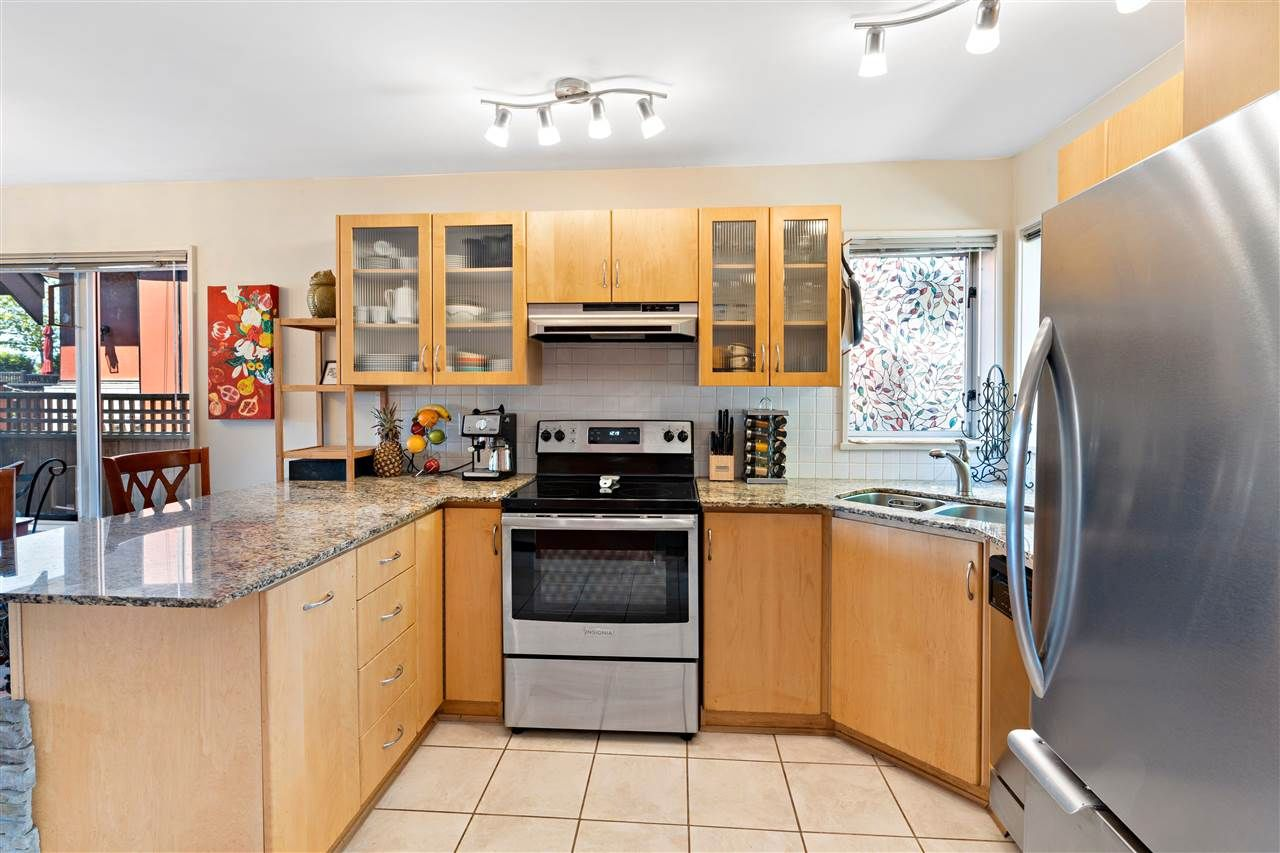 Photo 3: Photos: C 229 W 5TH Street in North Vancouver: Lower Lonsdale 1/2 Duplex for sale : MLS®# R2589308