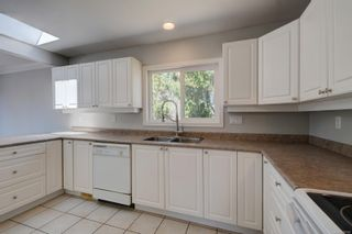 Photo 3: 530 Dunbar Cres in : SW Glanford House for sale (Saanich West)  : MLS®# 878568