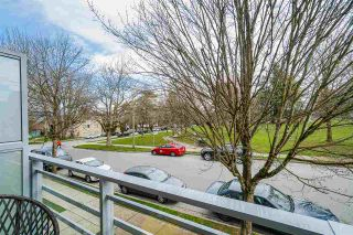 """Photo 5: 2337 BRUNSWICK Street in Vancouver: Mount Pleasant VE Townhouse for sale in """"9 ON THE PARK"""" (Vancouver East)  : MLS®# R2448860"""