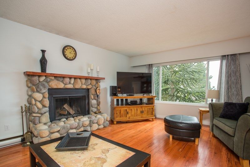 Photo 2: Photos: 1559 134A Street in Surrey: Crescent Bch Ocean Pk. House for sale (South Surrey White Rock)  : MLS®# R2538712