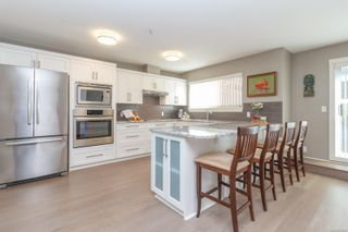 Photo 2: 124 75 Songhees Rd in Victoria: VW Songhees Row/Townhouse for sale (Victoria West)  : MLS®# 862955