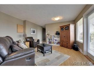 Photo 15: 857 Rainbow Cres in : SE High Quadra House for sale (Saanich East)  : MLS®# 534350