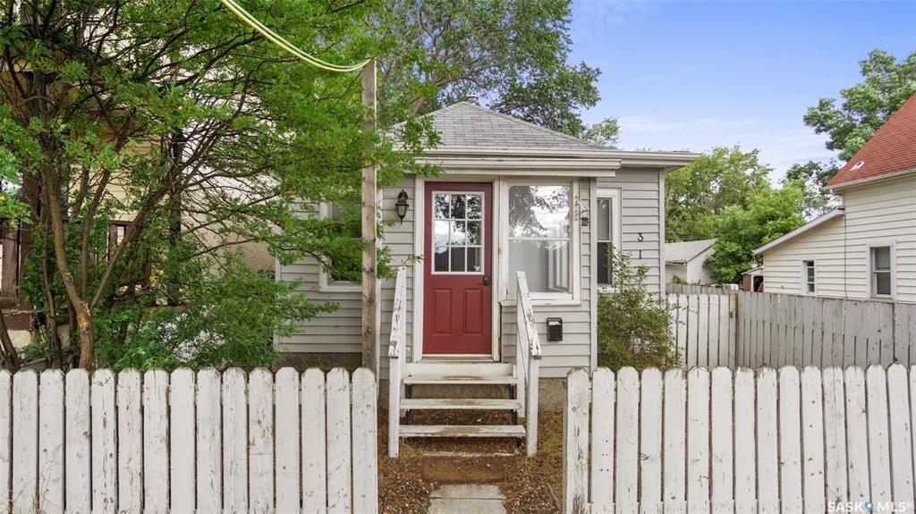 Main Photo: 316 J Avenue North in Saskatoon: Westmount Residential for sale : MLS®# SK868395
