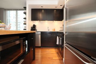 """Photo 5: 1106 1055 HOMER Street in Vancouver: Yaletown Condo for sale in """"DOMUS"""" (Vancouver West)  : MLS®# R2518319"""