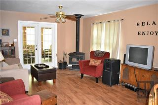 Photo 3: 4 Sprague Crescent in Victoria Beach: R27 Residential for sale : MLS®# 1911250
