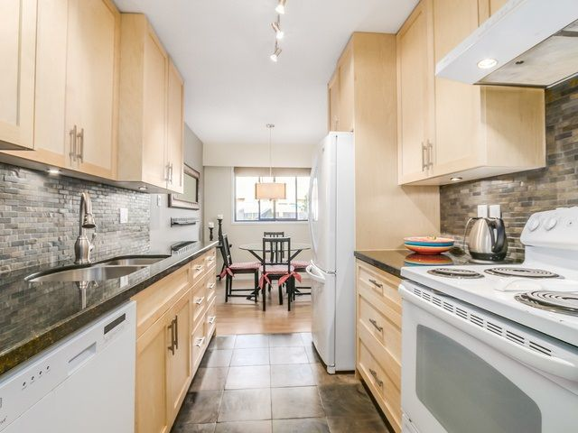 """Main Photo: 1236 PREMIER Street in NORTH VANC: Lynnmour Townhouse for sale in """"LYNNMOUR VILLAGE"""" (North Vancouver)  : MLS®# R2006636"""