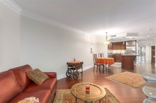 """Photo 5: 2007 1050 BURRARD Street in Vancouver: Downtown VW Condo for sale in """"Wall Centre"""" (Vancouver West)  : MLS®# R2324699"""