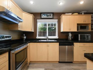 Photo 8: 1 2650 Shelbourne St in : Vi Oaklands Row/Townhouse for sale (Victoria)  : MLS®# 850293