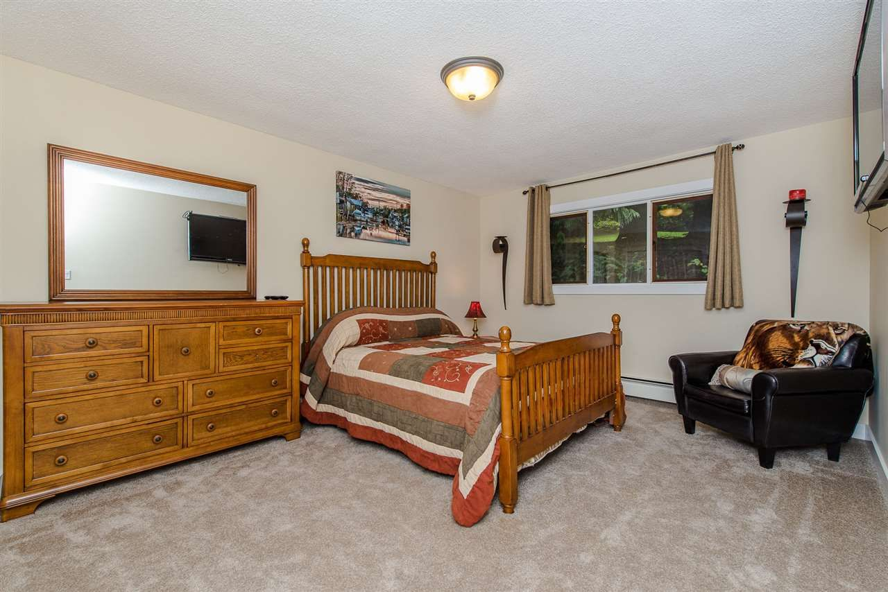 """Photo 16: Photos: 42737 OLD ORCHARD Road in Chilliwack: Chilliwack Mountain House for sale in """"Chilliwack Mountain"""" : MLS®# R2201950"""