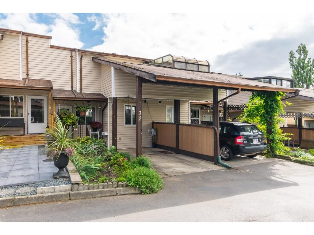 """Main Photo: 32 27272 32 Avenue in Langley: Aldergrove Langley Townhouse for sale in """"TWIN FIRS"""" : MLS®# R2340863"""