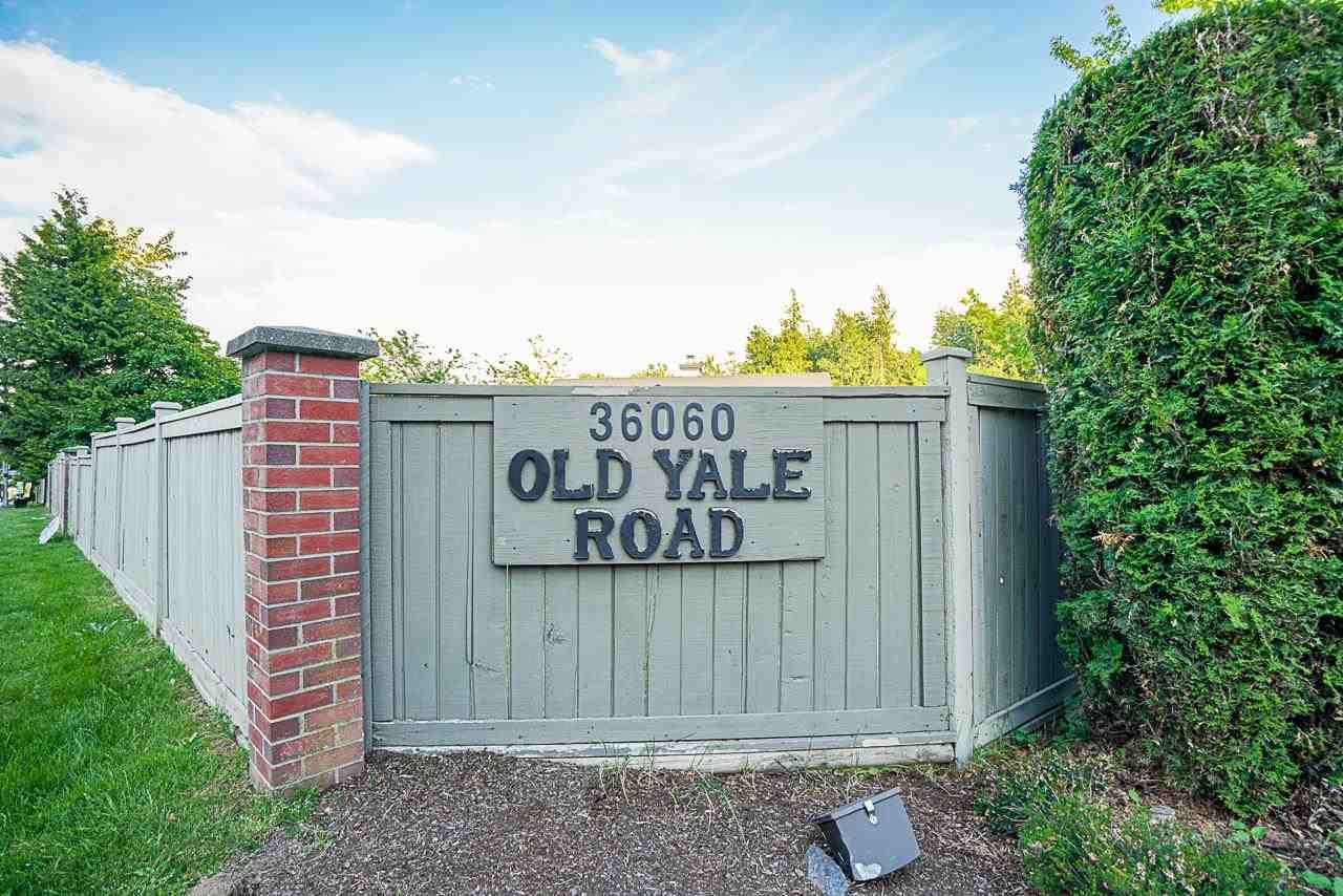 """Photo 40: Photos: 48 36060 OLD YALE Road in Abbotsford: Abbotsford East Townhouse for sale in """"Mountain View Village"""" : MLS®# R2586333"""
