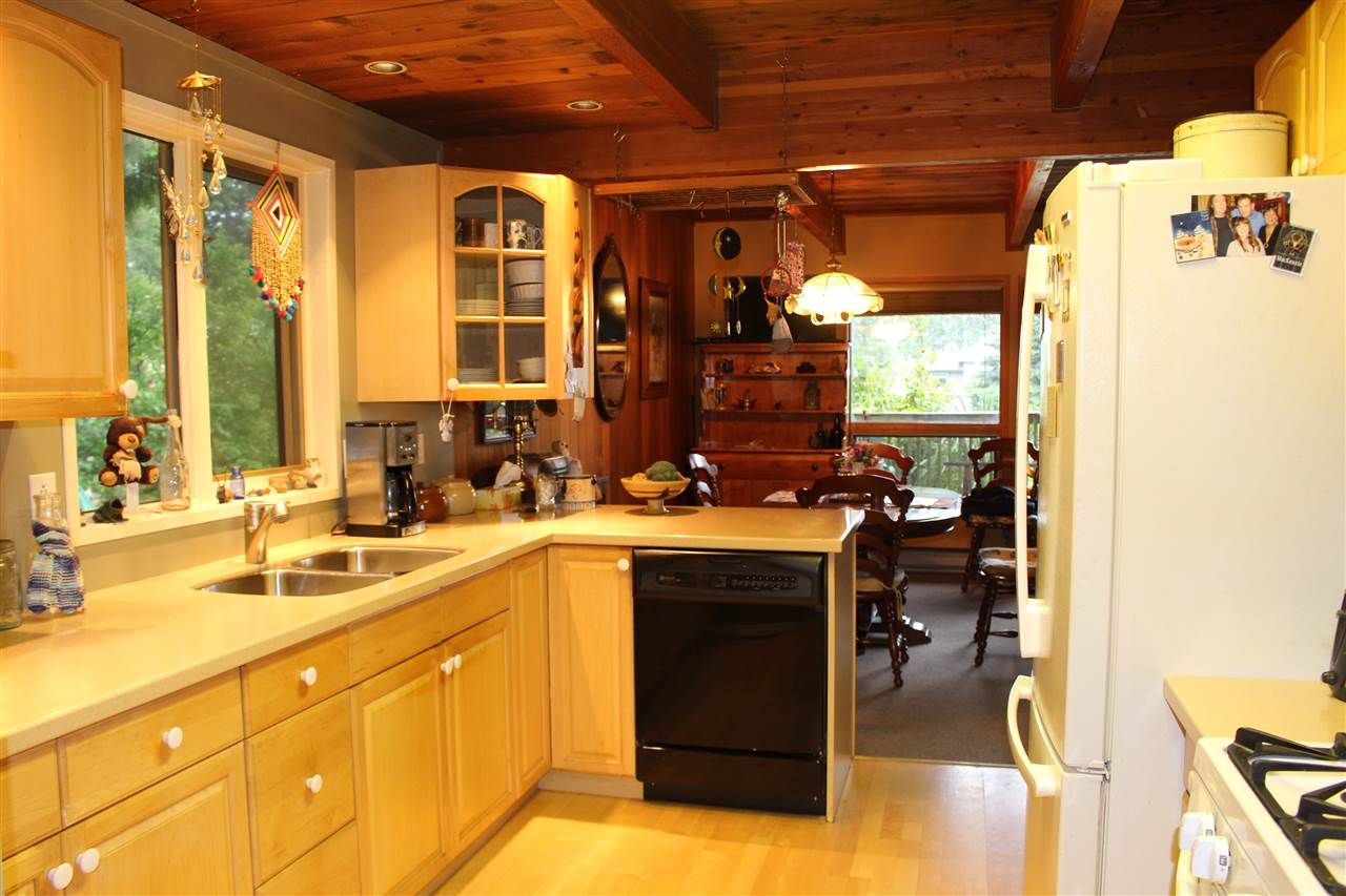"""Photo 9: Photos: 7628 EUREKA Place in Halfmoon Bay: Halfmn Bay Secret Cv Redroofs House for sale in """"WELCOME WOODS"""" (Sunshine Coast)  : MLS®# R2172913"""