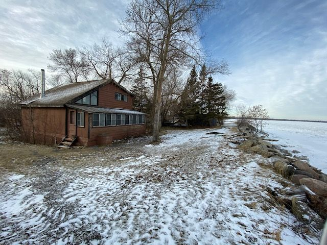 FEATURED LISTING: 493 Chalet Beach