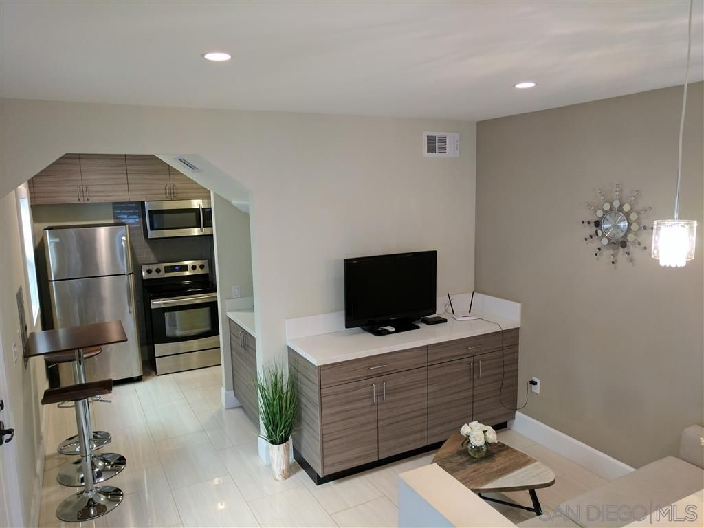 Main Photo: DOWNTOWN Condo for rent : 1 bedrooms : 1647 9th Ave. in San Diego