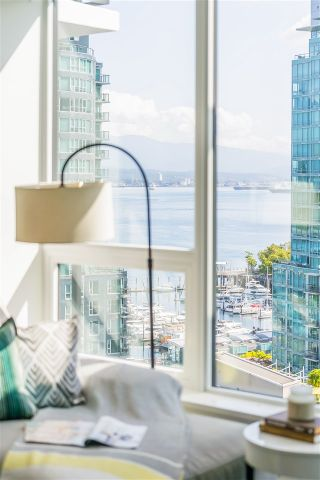 Photo 7: 1403 620 CARDERO STREET in Vancouver: Coal Harbour Condo for sale (Vancouver West)  : MLS®# R2493404