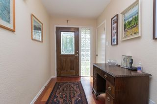 Photo 3: 2717 Roseberry Ave in : Vi Oaklands House for sale (Victoria)  : MLS®# 875406