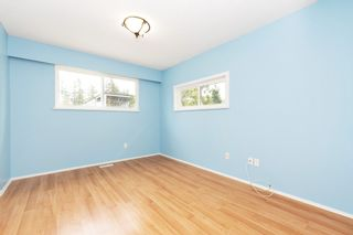 Photo 10: 988 STEVENS Street: House for sale in White Rock: MLS®# R2557973